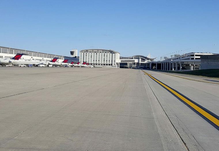 DTW Runway