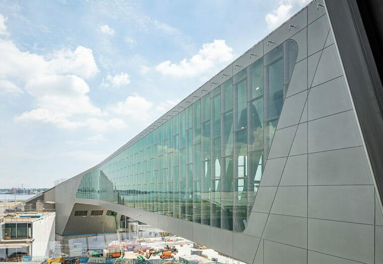 LGA Central Terminal Building - Bridge